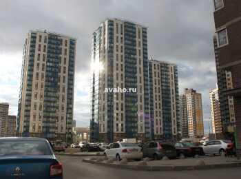 Три разновысотных жилых корпуса